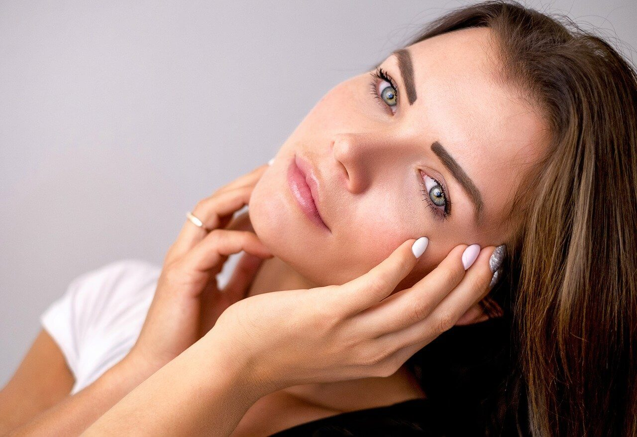 Image of a woman with healthy skin